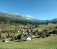 Dorf in den französischen Alpen Stockbild