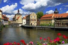 Dorf entlang dem Wasser Lizenzfreies Stockfoto