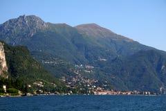 Dorf entlang See Como, Italien Stockfoto
