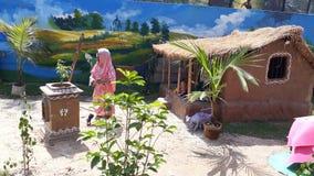 Dorf-Hüttenszenenstatuen stockbilder