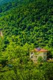 Dorf-Haus auf türkischer Landschaft Lizenzfreie Stockbilder