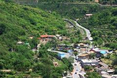 Dorf im Berg Stockbilder