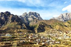 Dorf im Berg Lizenzfreie Stockfotografie