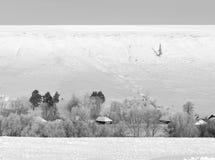 Dorf im Schnee Lizenzfreie Stockfotos