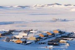 Dorf im schneebedeckten Winter Stockfotografie