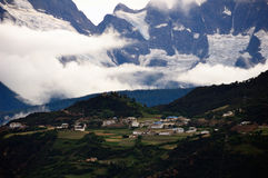 Dorf im snowberg Stockfotografie