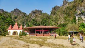 Dorf-Kirche auf Myanmar stockfotos