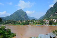Dorf Nong Khiaw in Nord-Laos stockfoto