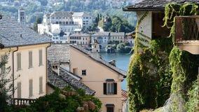 Dorf Orta San Giulio im See Orta lizenzfreie stockbilder