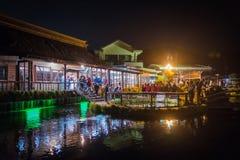 Dorf Oshino Hakkai nachts in Japan lizenzfreies stockbild
