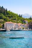 Dorf Perast auf Küste von Bucht Boka Kotor montenegro ADRIATISCHES MEER Lizenzfreies Stockfoto