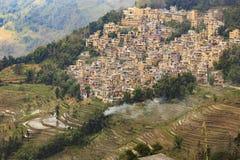 Dorf, Reisfelder, Paddyterrassen in Yunnan-Provinz China lizenzfreie stockfotos
