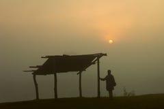 Dorf-Sonnenaufgang stockfoto