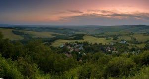 Dorf am Sonnenuntergang Lizenzfreie Stockbilder