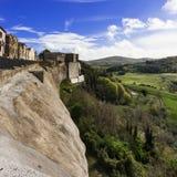 Dorf Trevinano nach dem Felshügel Lizenzfreies Stockfoto