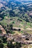 Dorf und Ackerland Stockfoto