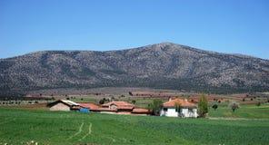 Dorf und Berg Lizenzfreies Stockbild