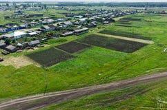 Dorf und Felder Novikovo eingestellt mit Kartoffel Stockbilder