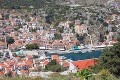 Dorf und Hafen von Simi Stockfotos