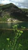 Dorf und Reservoir Lanuza Stockfoto
