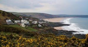 Dorf und Strand Mortehoe, die England surfen Stockbild