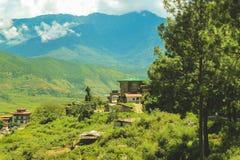 Dorf von Bhutan und terassenförmig angelegtes Feld bei Punakha, Bhutan Lizenzfreies Stockfoto