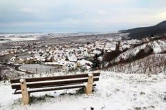 Dorf von Elsass im Weinberg im Winter Stockbilder