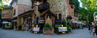 Dorf von Grazzano Visconti Lizenzfreie Stockfotografie