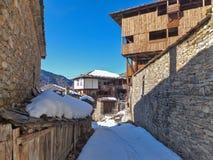 Dorf von Kovachevitsa mit authentischen Häusern des 19. Jahrhunderts, Blagoevgrad-Region Lizenzfreie Stockfotos