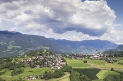 Dorf von Süd-Tirol lizenzfreies stockbild
