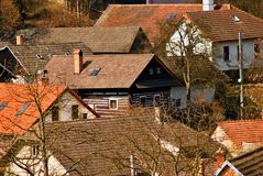 Dorfhäuser mit roten Dächern Stockfoto