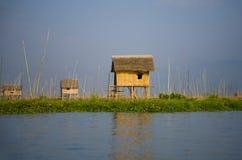 Dorfhaus auf Inle See Lizenzfreies Stockbild