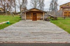 Dorfhaus mit einem Grasdach Lizenzfreie Stockfotos