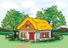 Dorfhaus mit Heu und Bäumen Lizenzfreies Stockbild