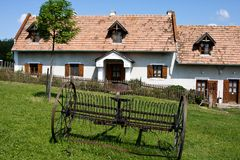 Dorfhaus mit Rührstange Lizenzfreies Stockfoto
