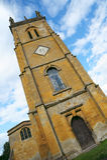 Dorfkirche in den cotswolds Stockfotos