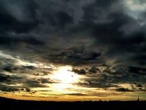 Dorflandschaft mit Sonnenaufgang Stockfotos