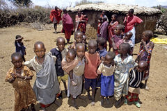 Dorfleben von Maasai-Leuten in Kenia Stockfotos