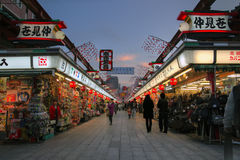 Dori de Nakamise, Asakusa, Tokio, Japón foto de archivo libre de regalías
