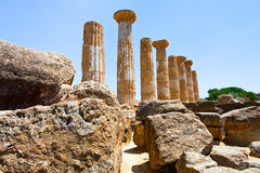 Dorianspalten des Tempels von Heracles lizenzfreie stockfotografie
