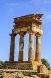 Doric tempel av castoren och Pollux i Agrigento, Italien Royaltyfria Foton