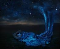 Dormendo sotto le stelle fotografie stock libere da diritti