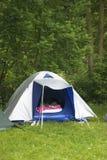 Dormendo in tenda Immagine Stock