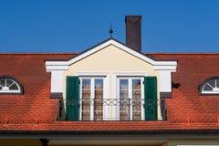 Dormer με το γαλλικό balcon στοκ εικόνες