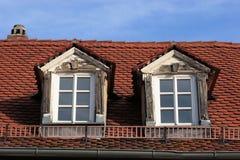 Dormer viejo y nueva ventana Imágenes de archivo libres de regalías