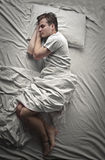 Dormido en cama fotografía de archivo