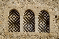 Dormition修道院,被成拱形的禁止的窗口在耶路撒冷,以色列 库存照片