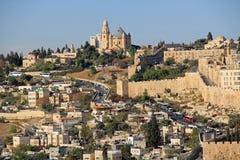 Dormition Abby och väggen av gamla Jerusalem Royaltyfri Fotografi
