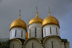 Dormitionkerk van Moskou het Kremlin De Plaats van de Erfenis van de Wereld van Unesco stock afbeelding