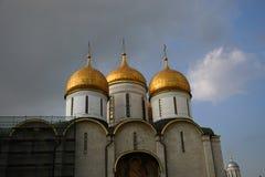 Dormitionkerk van Moskou het Kremlin De Plaats van de Erfenis van de Wereld van Unesco stock fotografie